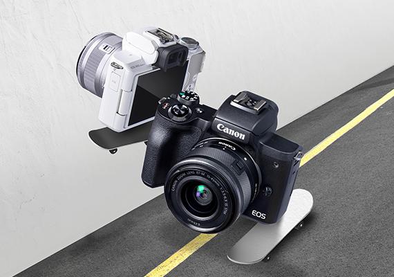 Sáng tạo nội dung video, hình ảnh và live stream trên các trang mạng xã hội thật dễ dàng với máy ảnh Canon EOS M50 Mark II.