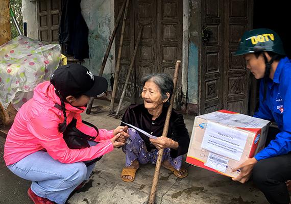 Canon tại Việt Nam cùng 30 doanh nghiệp   chung tay ủng hộ người hộ dân vùng lũ tỉnh Quảng Trị và Quảng Ngãi